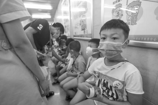 暑假来了,医院多了群羞羞的男孩
