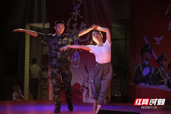 舞蹈节目表演。