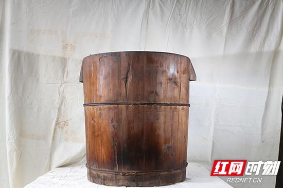 蒸桶,年底家家户户做年糕时用来蒸糯米的容器。