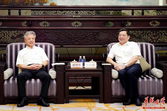 9月5日晚上,省委书记杜家毫在长沙与中央网信办副主任盛荣华一行座谈。湖南日报·华声在线记者 罗新国 摄