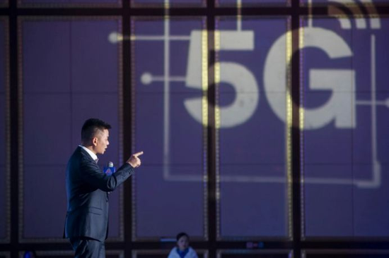 """2019年岳麓峰会在""""5G时代的新媒体变革""""分论坛上,与会专家正在分享自己的观察。"""