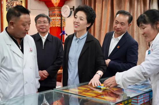 党政代表团考察山南市藏医医院