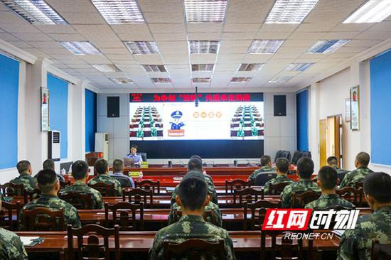 7月30日,武警衡阳支队开展干网络安全知识专题培训。