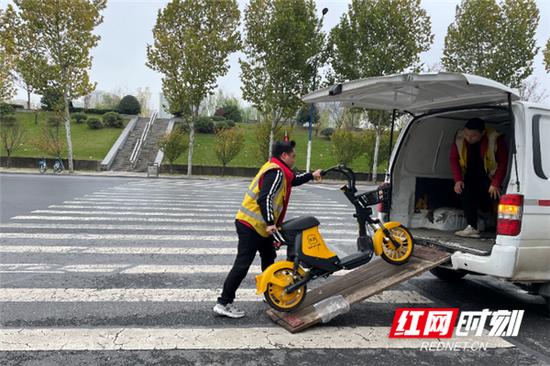 美团一天回收3万辆电单车 日均搬车20000斤