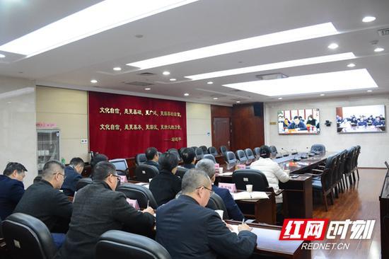 12月29日下午,文化和旅游部推动文化产业高质量发展座谈电视电话会议召开,图为湖南分会场。