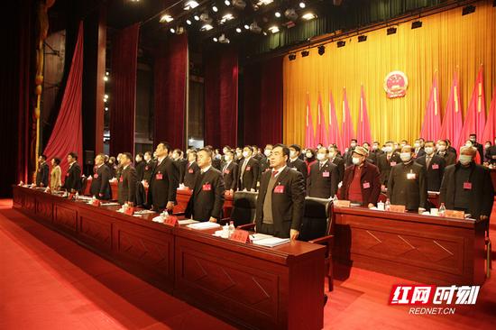1月12日上午9时,郴州市第五届人民代表大会第五次会议在市演艺中心开幕。