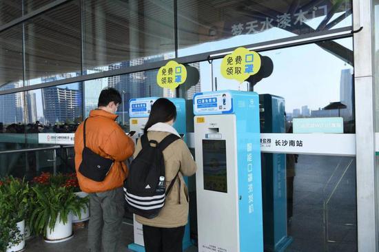 湖南18座高铁站可免费领口罩