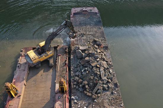 长沙老洪山桥废墟清理顺利 预计本月底可恢复通航
