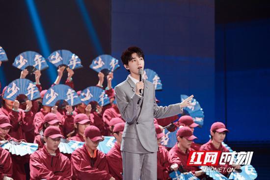王俊凯首次演唱改编版的《少年》。