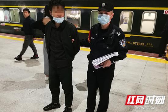 杨某被移交重庆北站派出所依法处理。