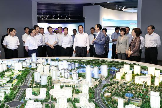 毛伟明一行在位于南京市的网络通讯与安全紫金山实验室学习考察。