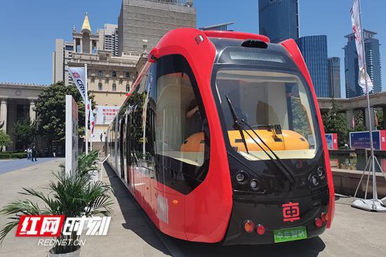 中车智轨亮相上海。