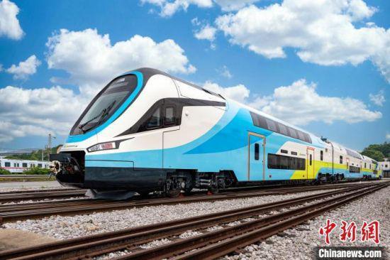 中国首列出口欧洲双层动车下线。 中车株机供图