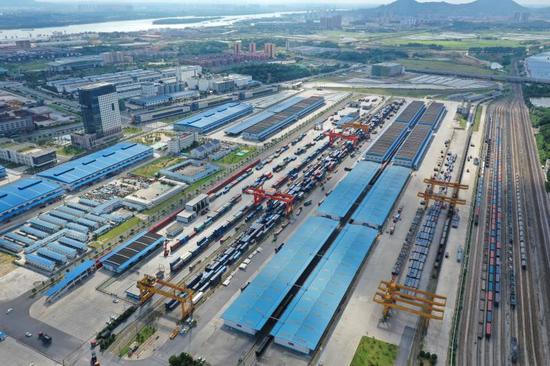 """▲长沙国际铁路港实现金霞""""水铁""""无缝对接,是长沙打造""""国家交通物流中心""""的重要枢纽。"""