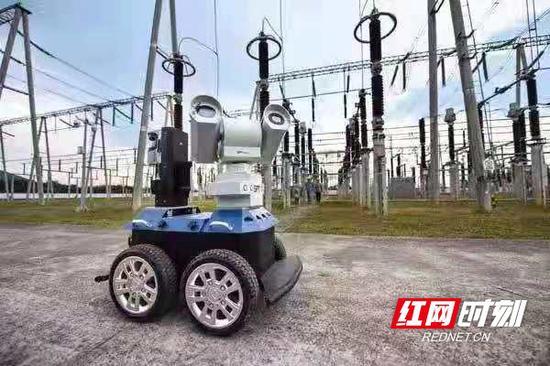 在110千伏岳麓山变电站内,智能巡检系统首次应用到长沙电网高考保供电当中。