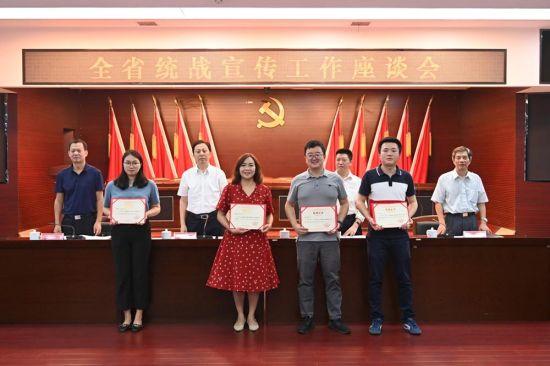 中新社湖南分社采写的8篇稿件获2020年度湖南统战好新闻奖。 符谦 摄