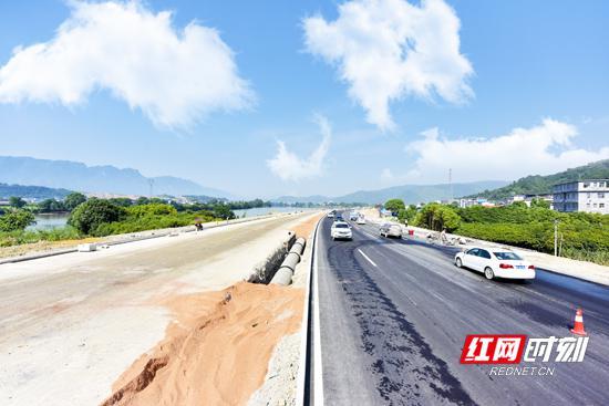 子午西路延伸段新建工程今日半幅通车。