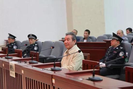 被告人陈三新出庭受审