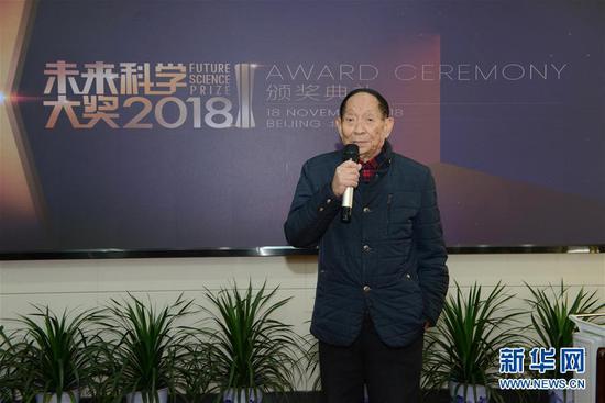 11月22日,袁隆平发表获奖感言。