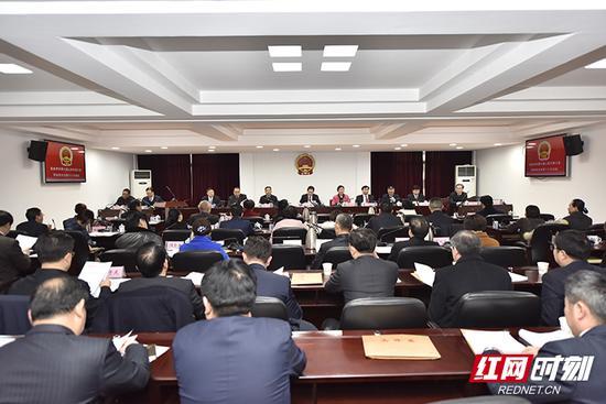 张家界市第七届人民代表大会常务委员会第十八次会议召开。
