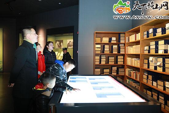 韶山毛泽东同志纪念馆展厅一角 天下韶山网 图