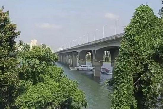 碰撞长沙猴子石大桥的涉事船只已扣留,应急部门:桥梁未发现