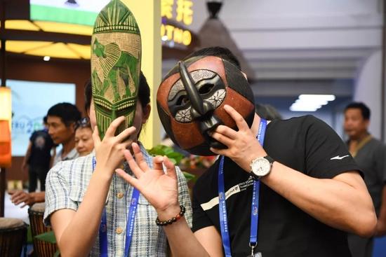 2019年6月28日至6月29日,位于湖南国际会展中心的中非经贸博览会展厅面向公众开放,吸引众多市民前来参观。