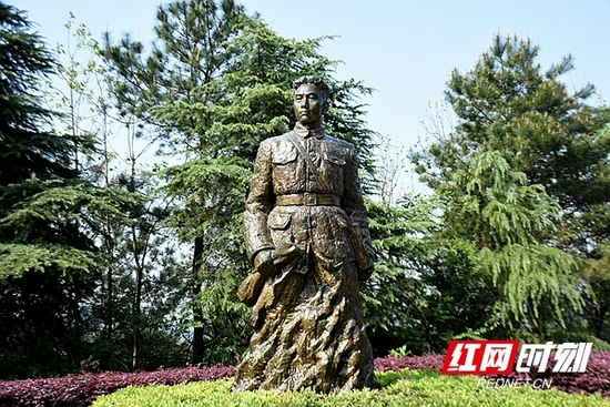 毛岸英的铜像