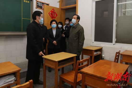 4月2日上午,省委副书记、省长许达哲来到长沙市第一中学检查复学准备工作。