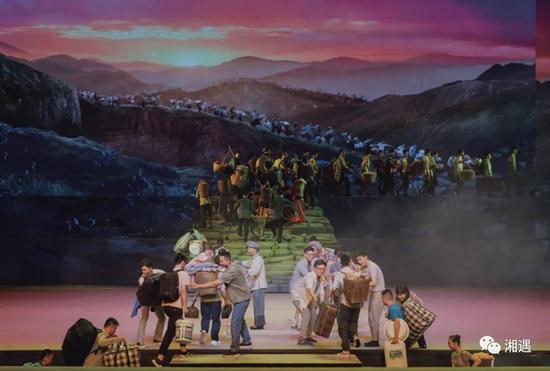 《一步千年》剧照中,可看出远山接近山的效果