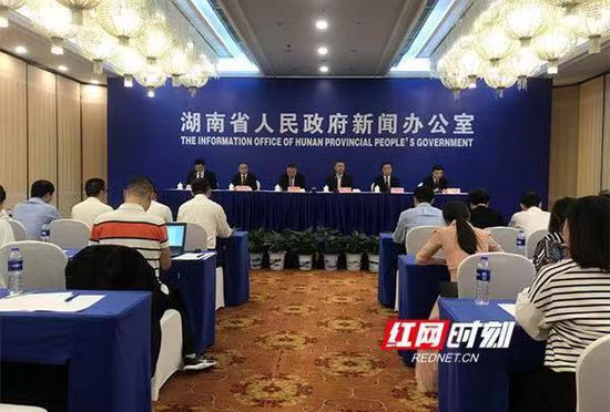 10月10日,湖南省政府新闻办召开2019中国国际轨道交通和装备制造产业博览会新闻发布会。