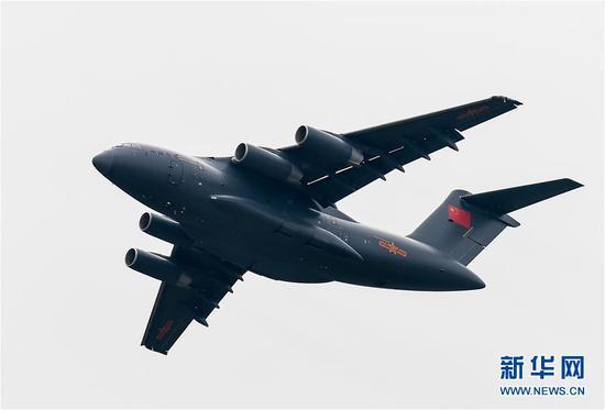 运-20大型运输机在飞行(2016年11月1日摄)。新华社记者 刘大伟 摄