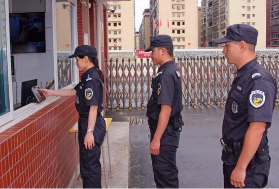 邵阳快警巡逻打卡。