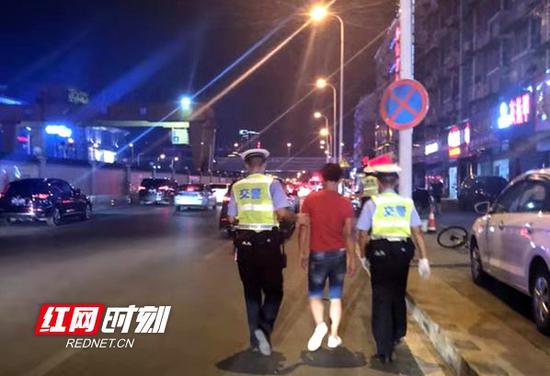 8月16日晚,湖南查处交通违法行为16430起,行政拘留26人,刑事拘留2人。
