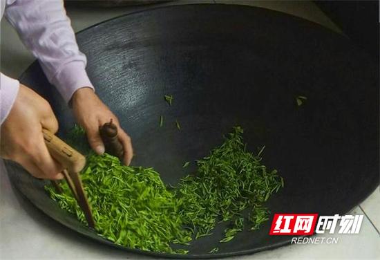郴州市桂东县职业教育中心学生罗悦作品《手工茶》。
