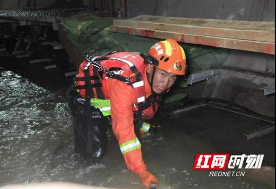 郑州市地铁2号线沙门站排涝现场