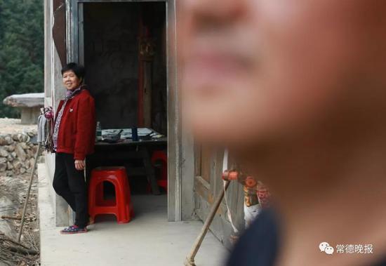 70多岁的母亲一开始反对,后来看着李子英的身体越来越好,她转而支持儿子。