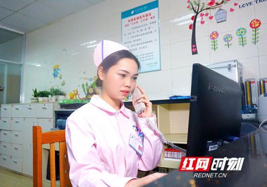 """""""你好,产科。""""永州市中心医院(零陵院区)妇产科护士寇佩佩和平时一样,在6楼产科值班。"""