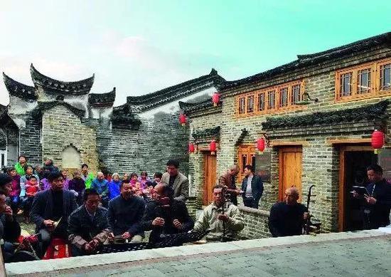 古戏台,村民的娱乐活动中心。图|周杰军