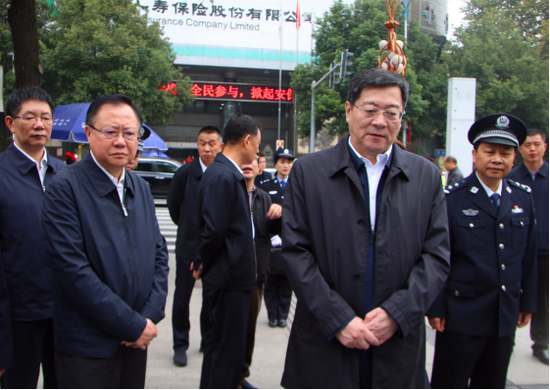 省委书记杜家毫视察邵阳快警城南公园平台。