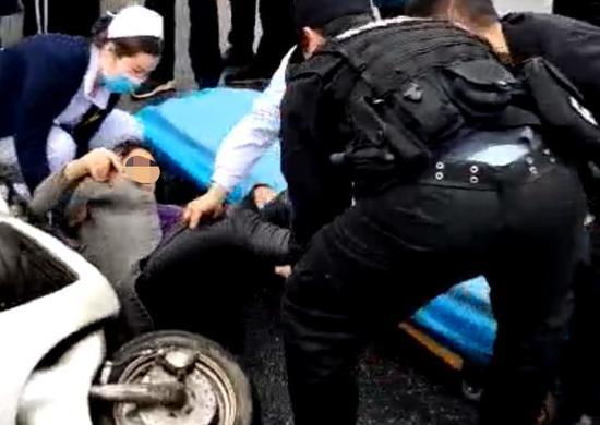 衡阳女子被摩托车撞伤昏迷,快警5分钟送医院
