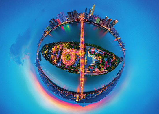 """""""长沙之眼""""——在百米高空,以长沙橘子洲为坐标,环绕360度,俯瞰山水洲城长沙市委宣传部供图"""
