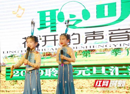 孩子们的精彩表演。