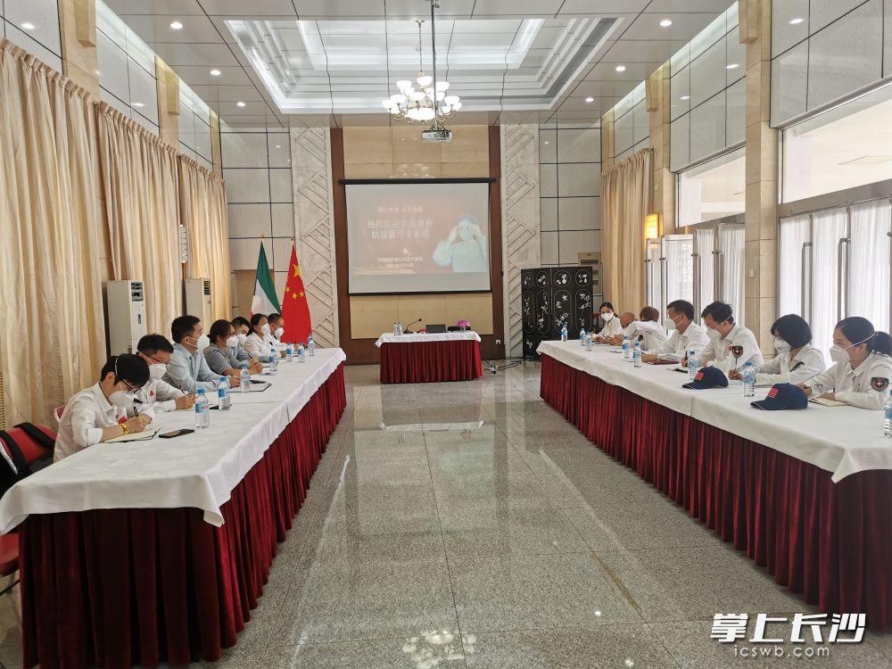中国驻赤道几内亚使馆工作人员热烈欢迎专家组的到来。受访者 供图