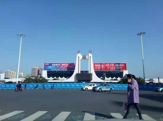 岳阳中心城区泊位数量的增长远赶不上汽车保有量的增速。