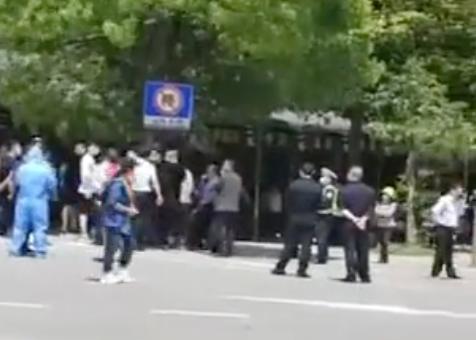 ↑网传视频 来源:张家界日报