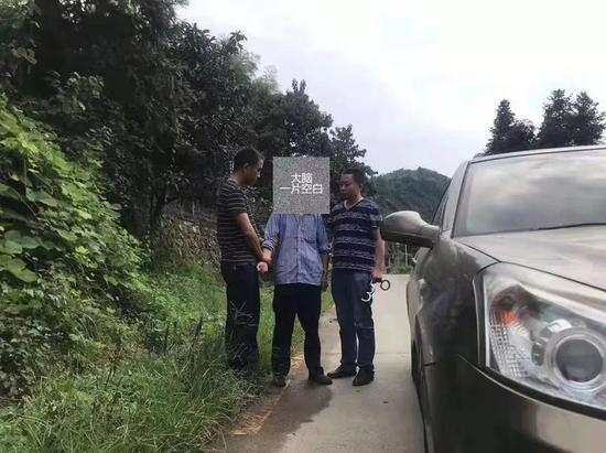 ▲抓获犯罪嫌疑人李冬廷