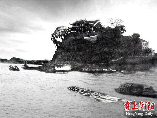 ▲1939年拍摄的石鼓书院,可以看到石板路的清晰痕迹