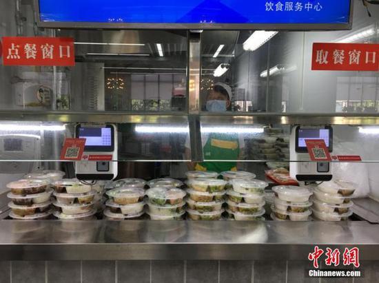 资料图:武汉一高校食堂。 马芙蓉 摄