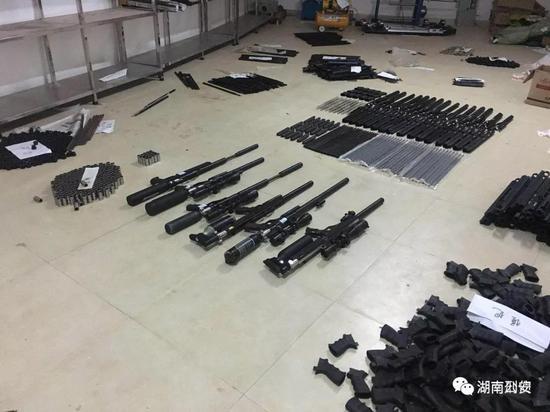 长沙县警方逐层将案情上报,公安部刑侦局高度重视,指挥调度案件侦办工作。